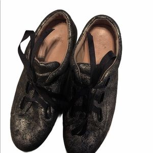 CASLON PREOWNED  BLACK & GOLD GLITTER SHOES;SIZE 8